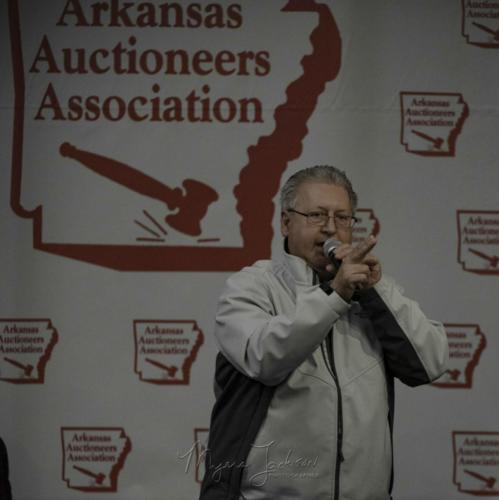 Convention-2018-Mike-Davis-Auctioneer-Americas-Auctioneer-Photographer-Myers-JAckson-HIGH-RES-